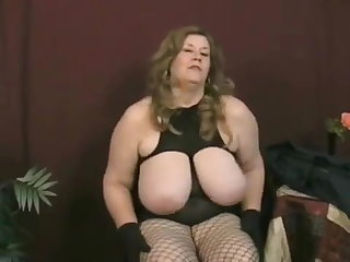 Showers Curvy Sharon - Aunty dressed to thrill