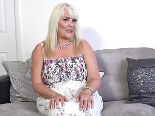 Fingering Curvy big breasted mature mom Christina wants to fuck