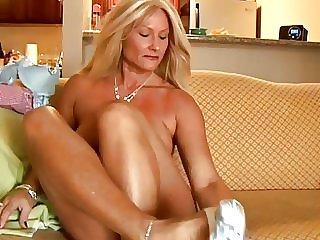 Muscular Women More Grannies w Tight Bods  Roxy