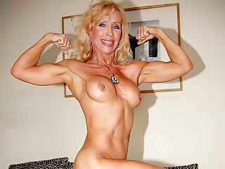 Muscular Women Fit mature babe needs deep fuck